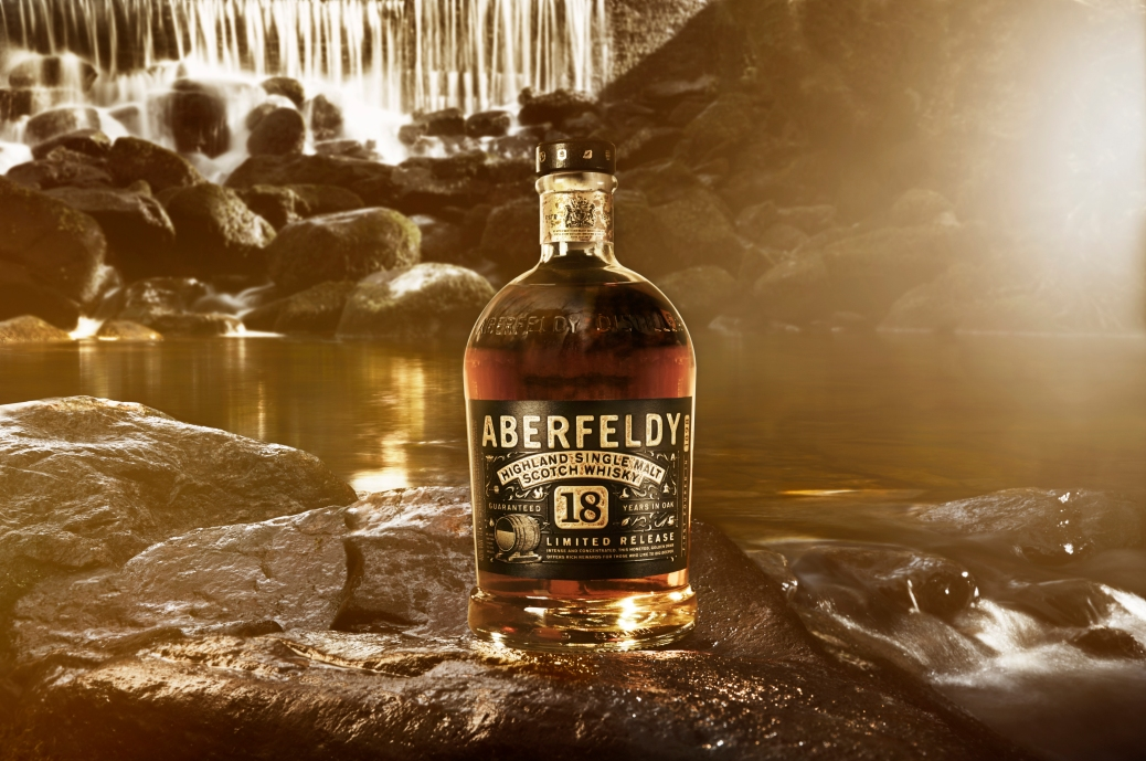 46 Aberfeldy 18 Bottle Pitilie Background