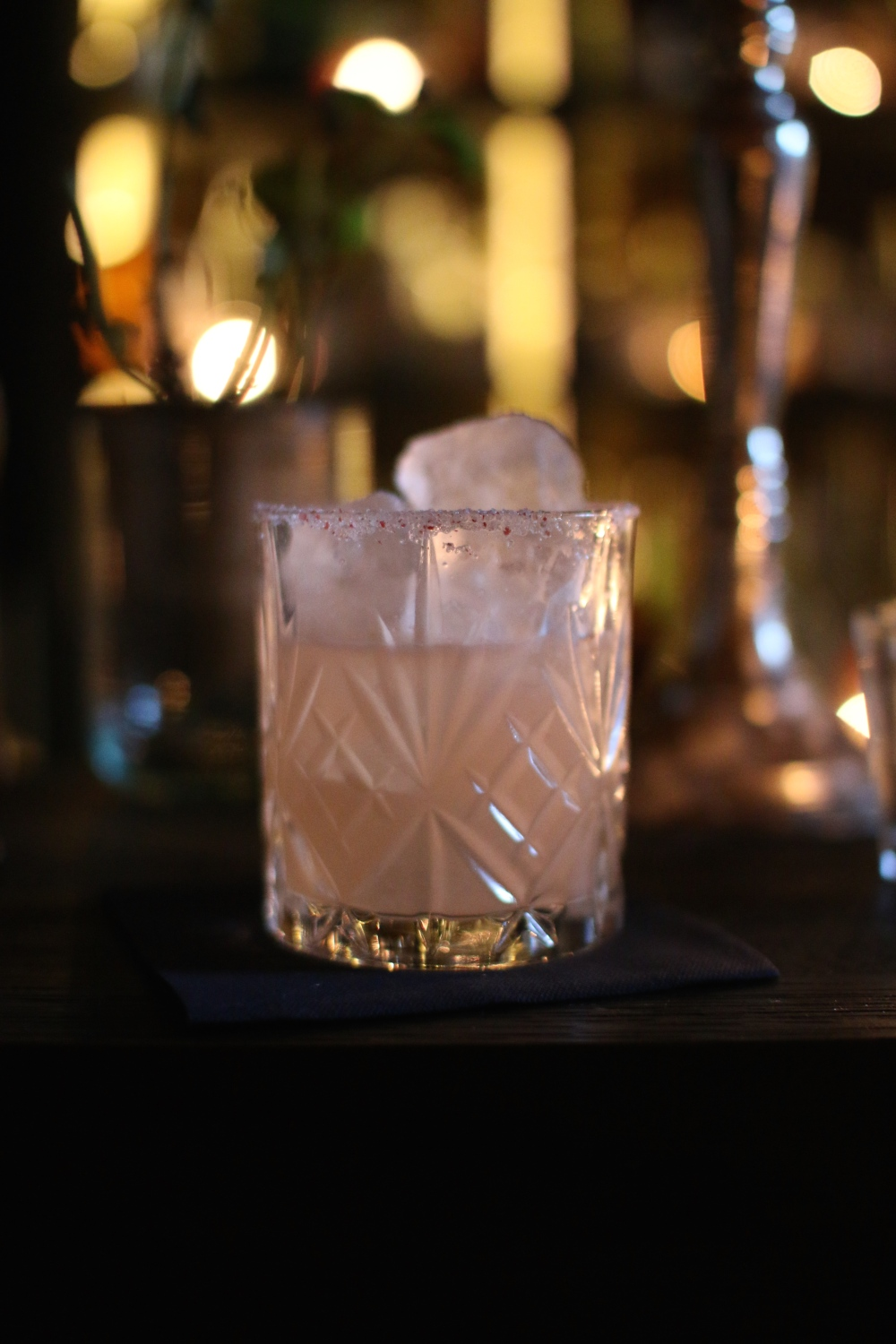 Pink Skull - Mezcal de la Vida, pink peppercorn syrup and grapefruit, salt & peppercorn rim on the glas.